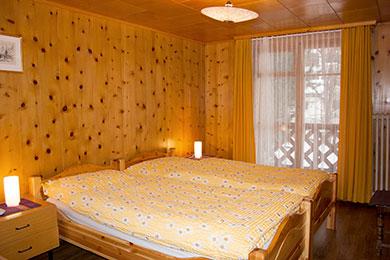 1 zimmer wohnung bett verstecken alles ber wohndesign und m belideen. Black Bedroom Furniture Sets. Home Design Ideas